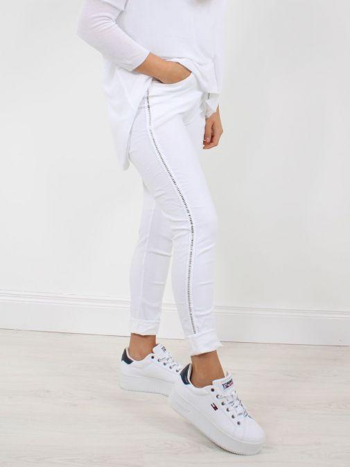 Model wearing Cilento Woman Drawstring Trousers in White