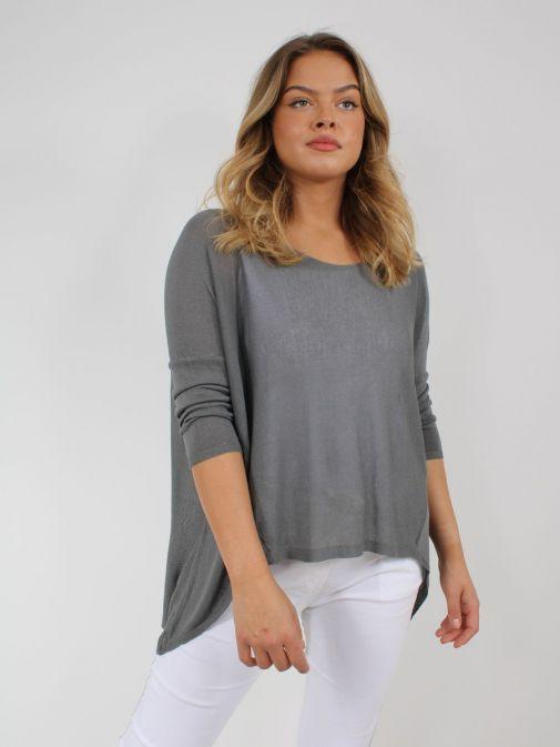 Model wearing Cilento Woman Fine Knit Sweater in Grey