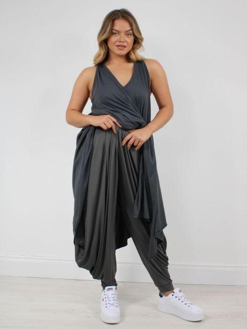 Full shot of model wearing Cilento Woman Harem Pants in Grey