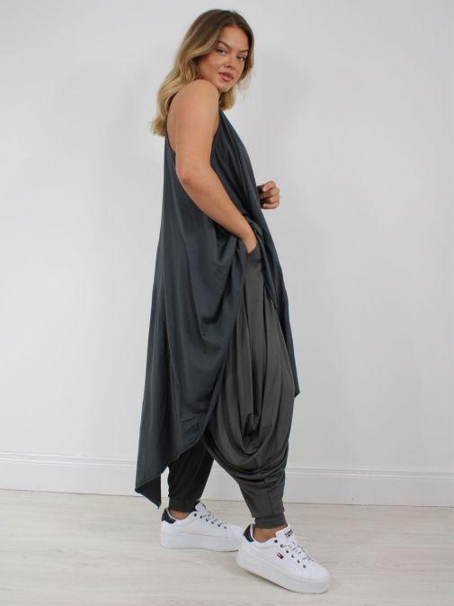 Side shot of model wearing Cilento Woman Harem Pants in Grey
