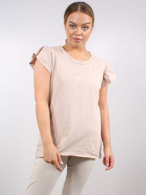 Model wearing Cilento Woman Frill Sleeve Tee in Beige