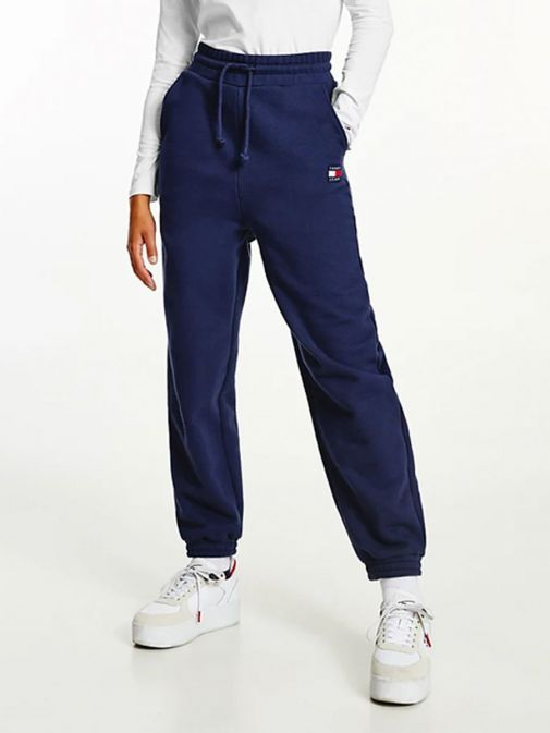 Model wearing Tommy Jeans Badge Relaxed Joggers in Navy
