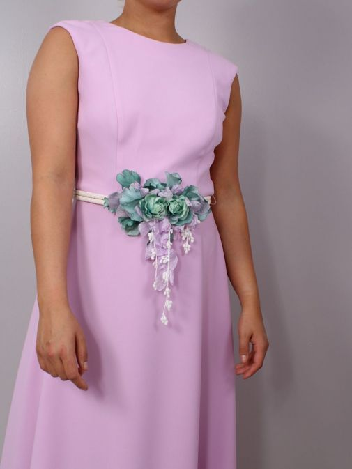 Close up of model wearing Laura Bernal Sleeveless Midi Dress in Lilac, Style 91020400