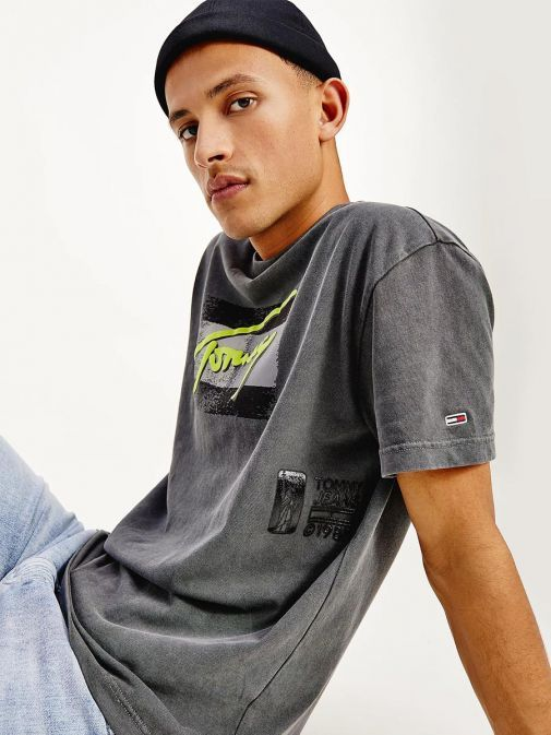 Side shot of the Tommy Jeans Vintage Signature Organic Cotton T-Shirt in the Black colour featuring logo and short sleeves