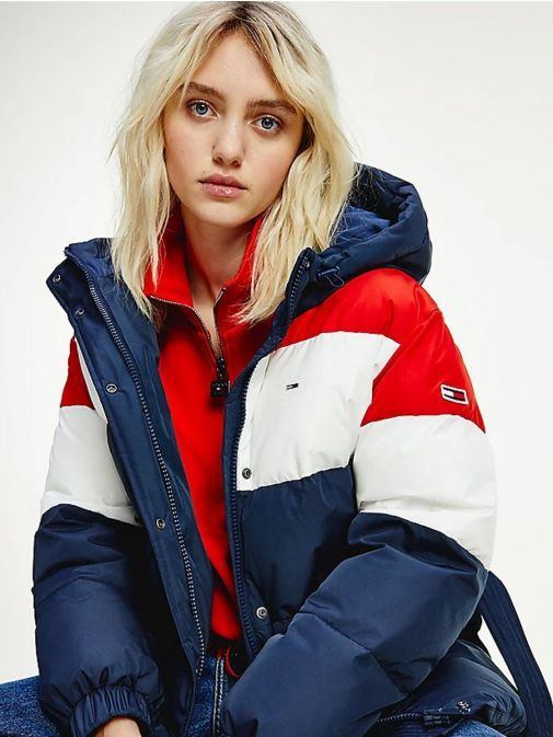 Second close up of Tommy Jeans Colour-Blocked Belted Down Puffer Jacket in Navy showing additional detailing.