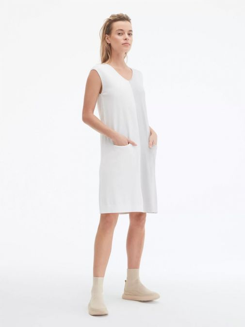 side shot of the Uchuu V-Neck Sleeveless Dress in the cream and grey colour featuring colour block pattern and two front pockets
