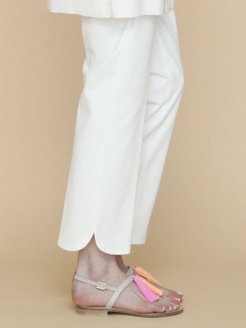 side photo of the Vilagallo Ornella KN Trouser in the White colour featuring rounded hem to the bottom of each leg