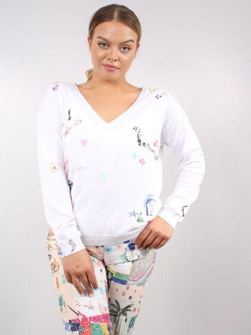 Model wearing the Vilagallo Lara Vita E Bella Knitted Sweater in the White colour featuring v-neckline and printed design