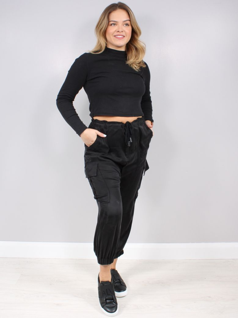Que Black Slouchy Cargo Trousers