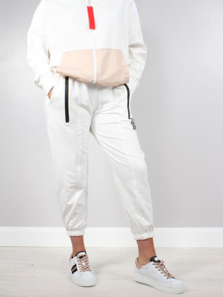 Cilento Woman White Zip Detail Relaxed Joggers