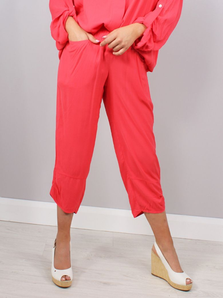 Q'neel Cropped Trousers Red